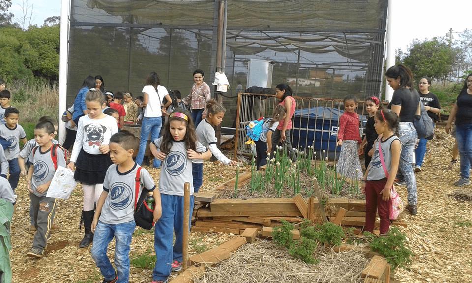 Escola ANDRE FRANCO MONTORO GOV EM - em DISTRITO TURVO DOS ALMEIDAS, CAPAO BONITO, SP