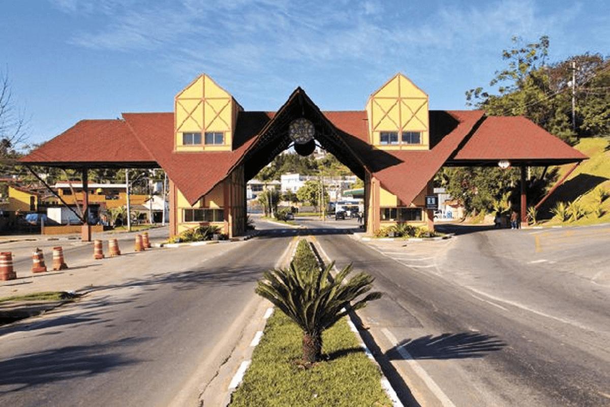 Escola CEL JTO A EE HORACIO MANLEY LANE - em CENTRO, SAO ROQUE, SP